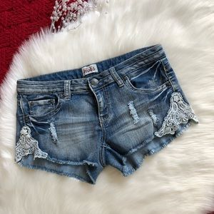 Mudd | Distressed Lace Detail Short Shorts -S4